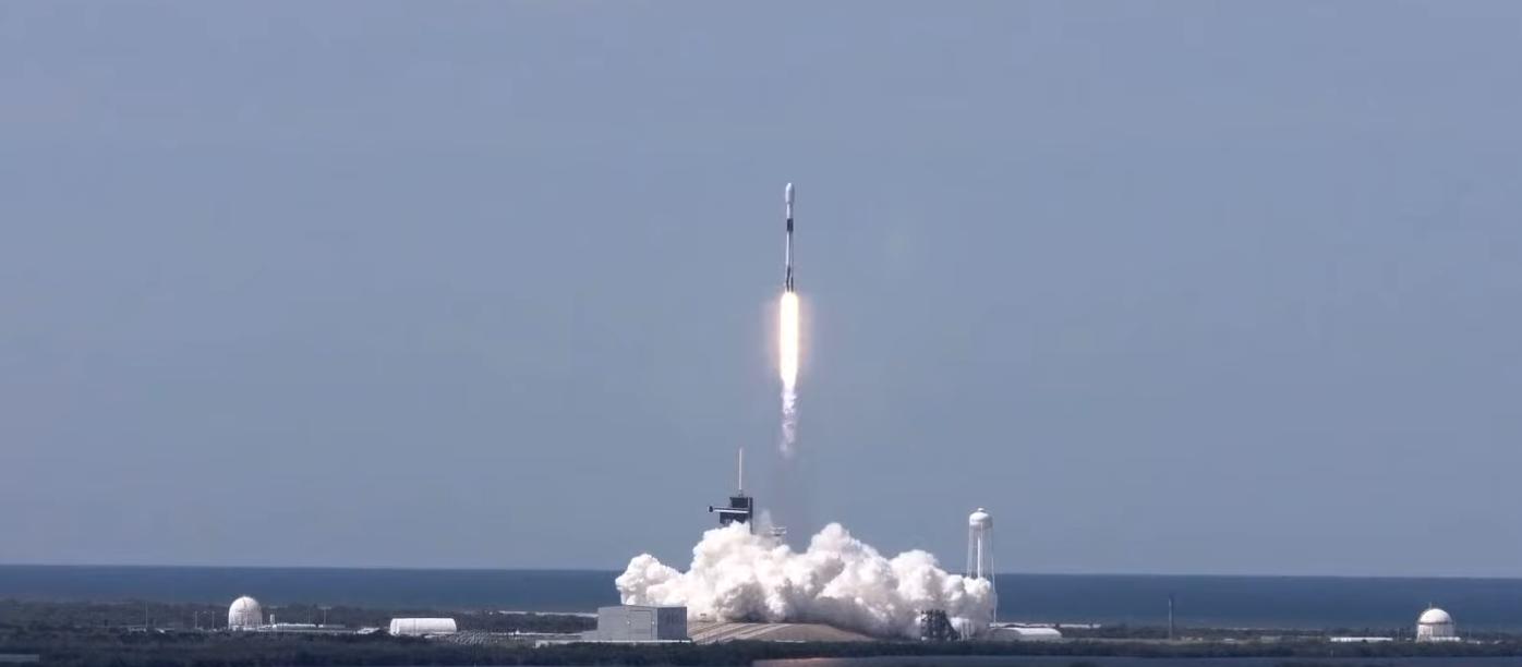 start rakiety Falcon 9, wynoszącj satelity Starlink